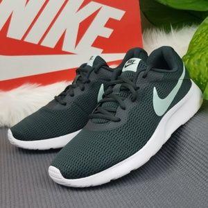 Nike Tanjun Womens 10